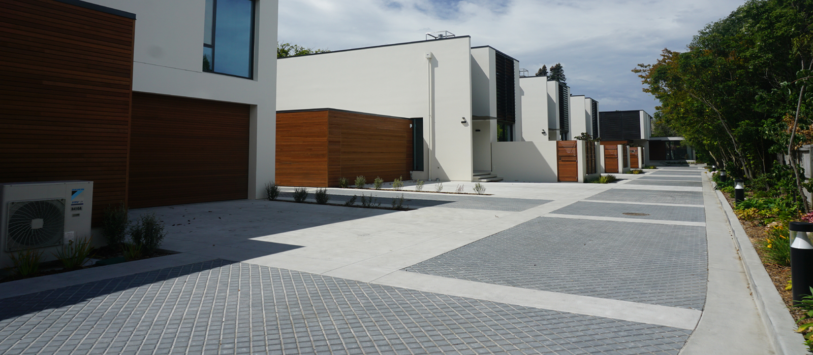 <span>Driveways & Paving</span>